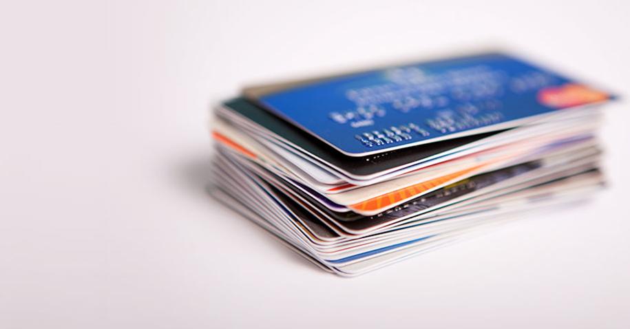 Porque não usar cartões para sair de dívidas