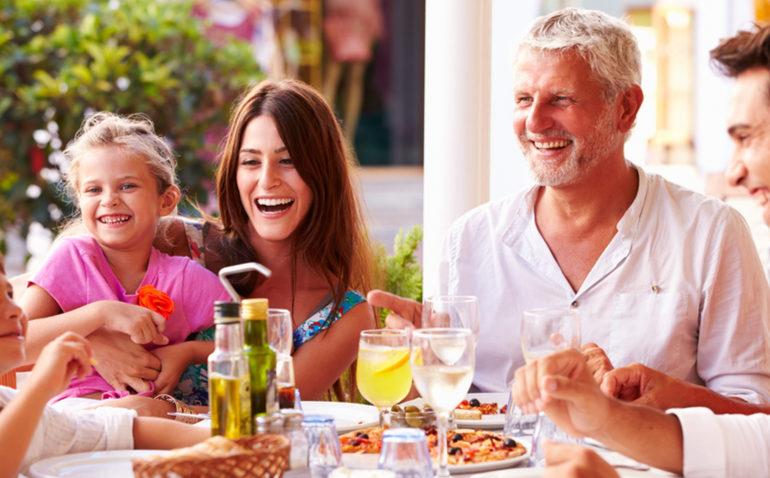 economizar-no-almoco-de-familia