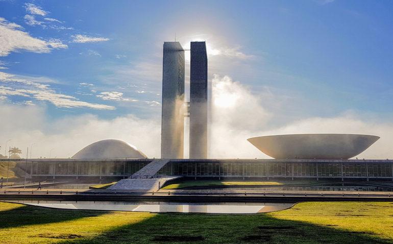 quanto-ganha-politico-brasil