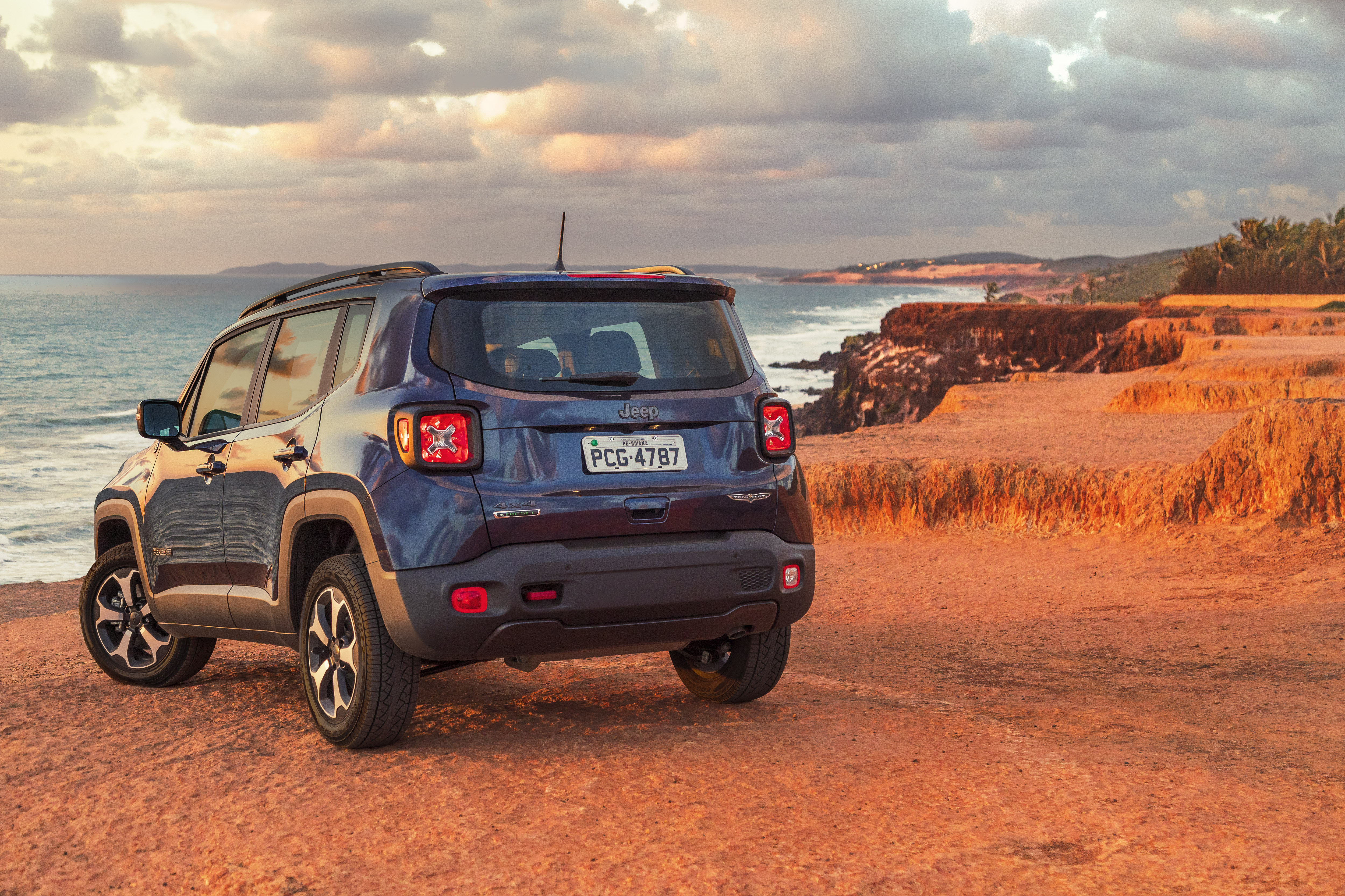 jeep-renegade-back